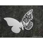 Marque place papillon blanc en carton découpé