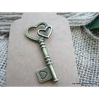 charms clé bronze avec coeurs