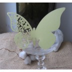 Marque place papillon vert tilleul en carton découpé