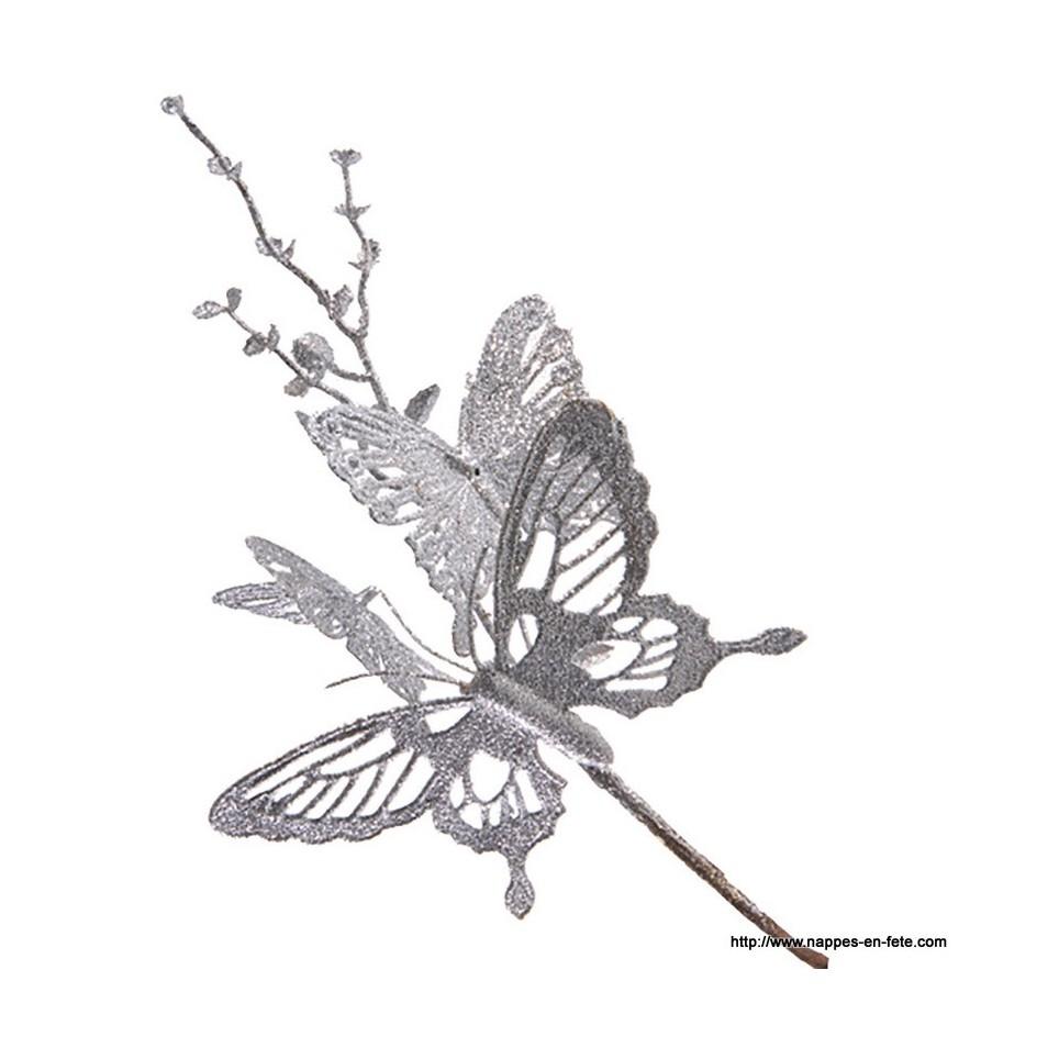 branche décorative aux papillons