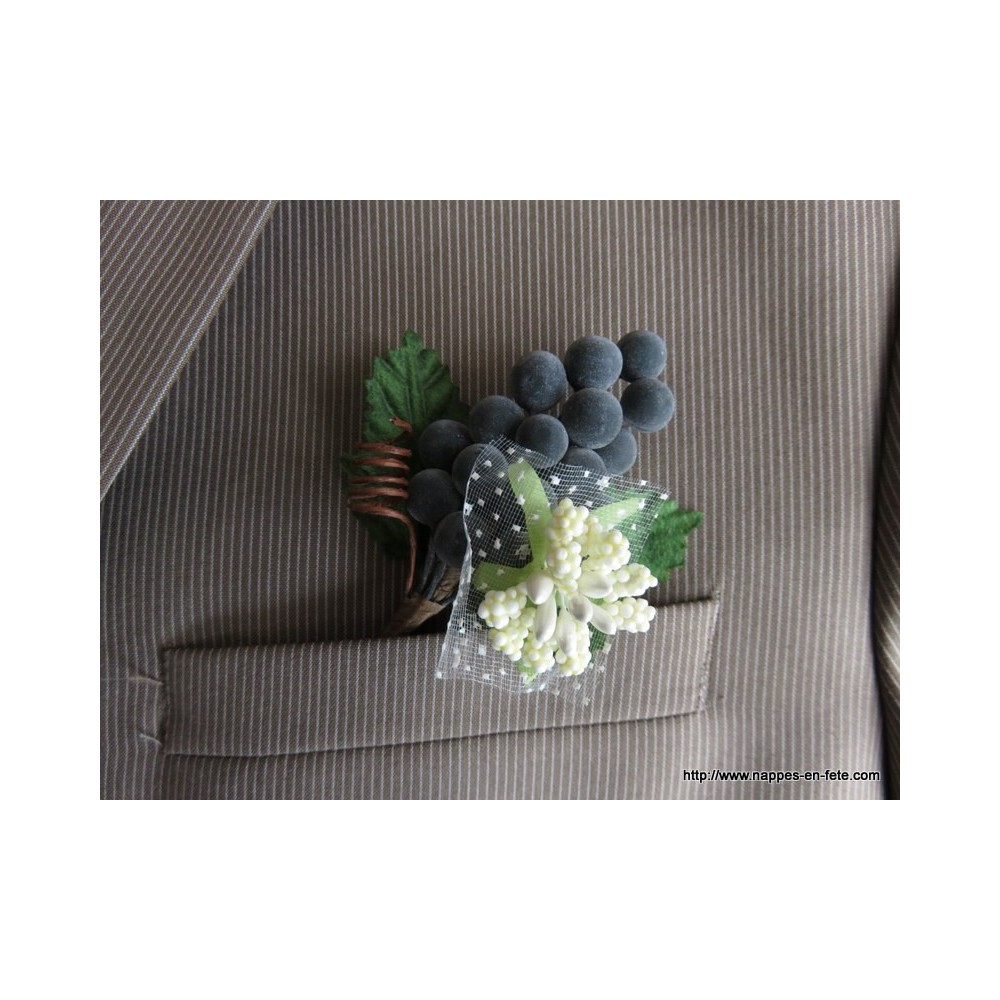 boutonni re mari t moins avec raisin. Black Bedroom Furniture Sets. Home Design Ideas