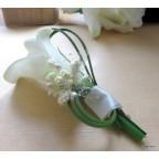 broche boutonnière arums blancs