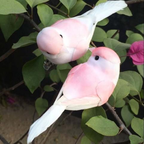 couple d'oiseaux artificiels rose
