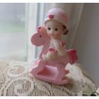 figurine bébé fille sur cheval