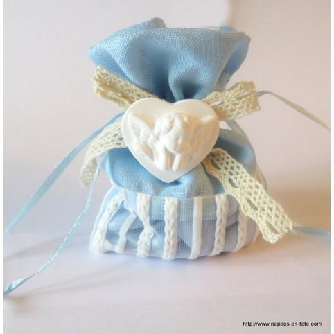 Très joli petit sac à dragées bicolore en lin orné de dentelle et d'un petit ange