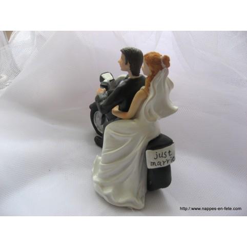 couple de mariés sur moto