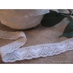 dentelle blanc cassé avec coeurs pour deco de mariage