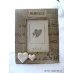 cadre photo en bois blanchi avec texte et coeurs