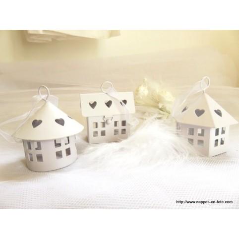 Petites maisons, boîtes en métal blanc