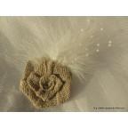 broche fleur en toile de jute pour mariage champêtre