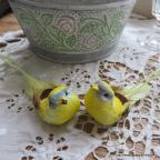 oiseaux jaune artificiels à longue queue