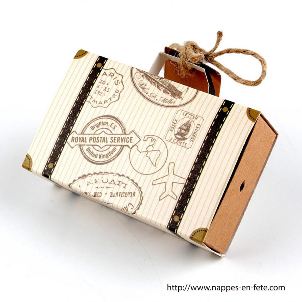 valisette en carton contenant dragées thème voyage