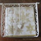 Serviette de table en papier blanc avec flocons dorés