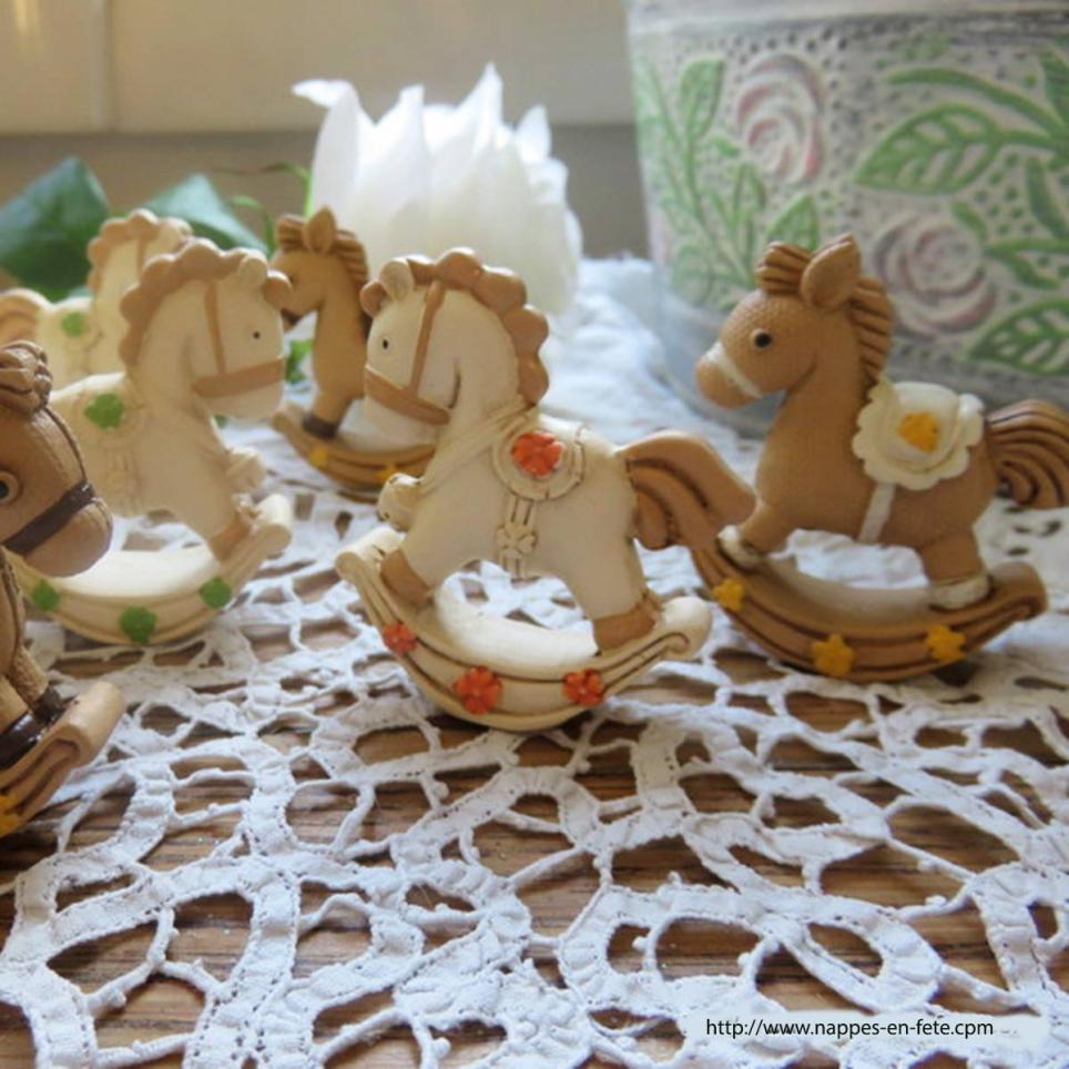 figurines petits chevaux à bascule pour baptême ou naissance