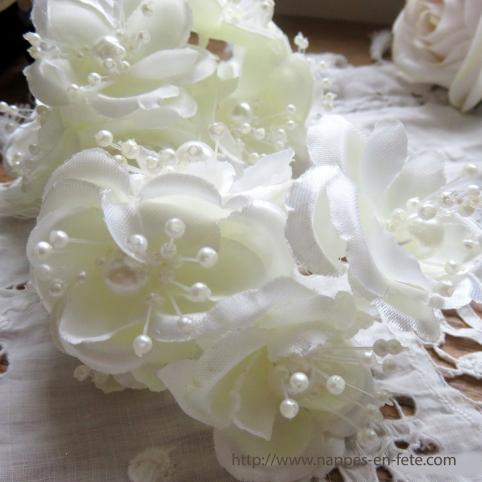 Fleurs ivoires pour coiffure de mariée