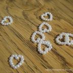 paillettes de table -petits coeurs en perles