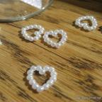 paillettes de table petits coeurs en perles