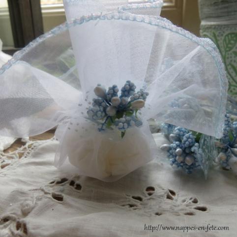pochon ballotin à dragées bleu pour baptême, communion ou mariage