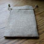 petits sacs à dragées en toile de jute beige