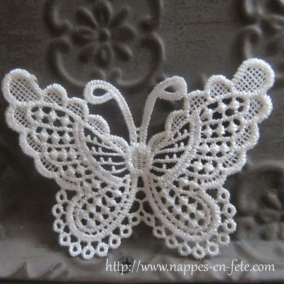 patch papillon en dentelle blanche. Black Bedroom Furniture Sets. Home Design Ideas