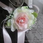 Bracelet avec fleur blanc et rose, pour mariage