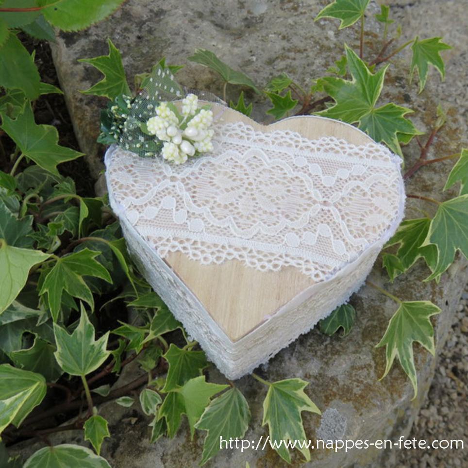 Porte alliance boîte à bijoux coeur recouverte de dentelle