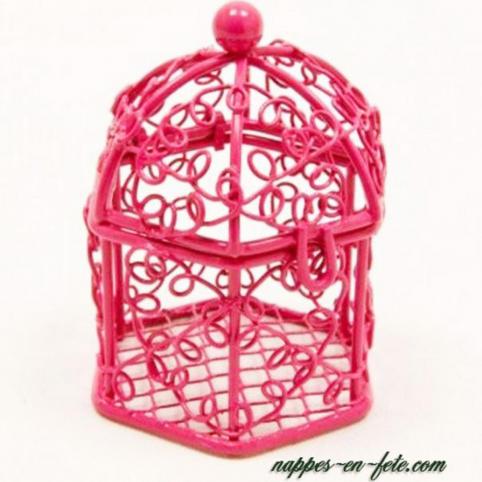 Les 2 bonbonnières roses, contenant pour dragées à offrir à vos invités