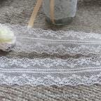 dentelle blanche raffinée, pas chère pour déco de mariage vintage