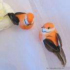couple d'oiseaux artificiels orange pour déco de mariage