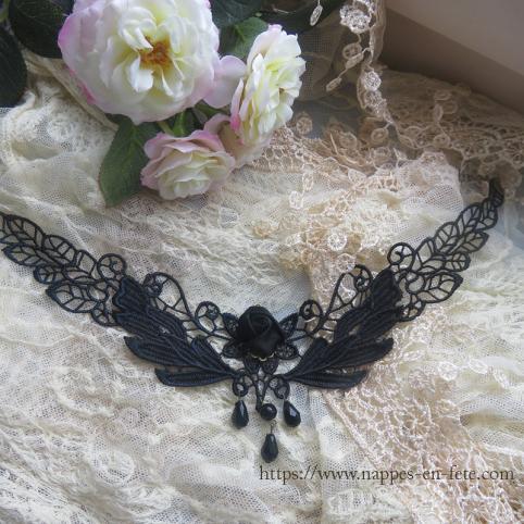 collier gothique en dentelle noire