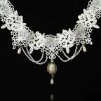 collier gothique en dentelle blanche pour mariage ou autre