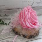 Porte alliances gris et rose avec rose stabilisée