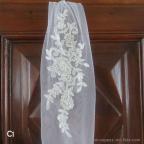 headband, bandeau de tulle avec fleurs en broderie pour mariée