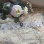 collier gothique en dentelle blanche avec perles