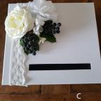Tirelire de mariage aux roses blanches assortie au porte alliances