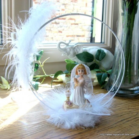 Centre de table avec figurine communiante en robe blanche - Decoration de table pour communion garcon ...