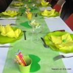 Chemin de table vert anis intissé 10m coloris10